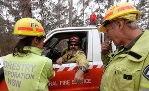 Australian firefighters go on offense in bushfire battle